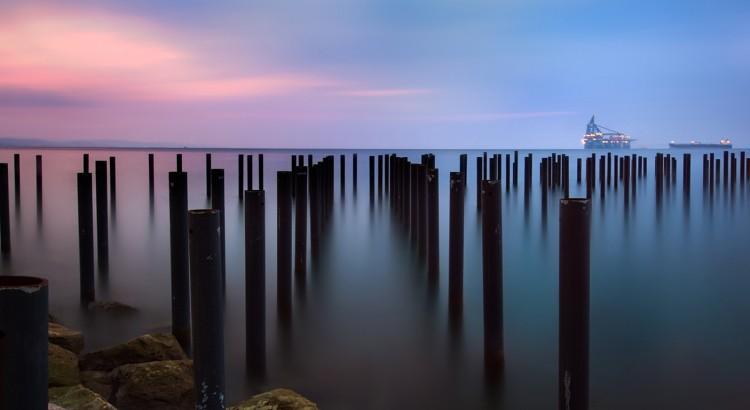Toward-the-sea-iphone-panoramic-wallpaper-ilikewallpaper_com